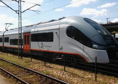 train-1381354_640